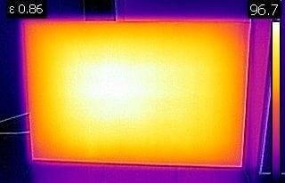 Enakomerno porazdeljena temperatura IR panela
